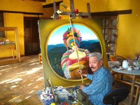 El artista Julio Visquerra en su estudio.