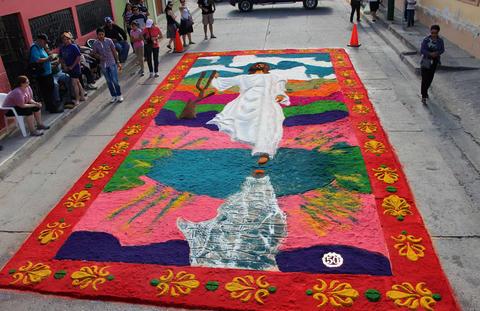 Arte y color : alfombras de aserrin en Comayagua (1/4)