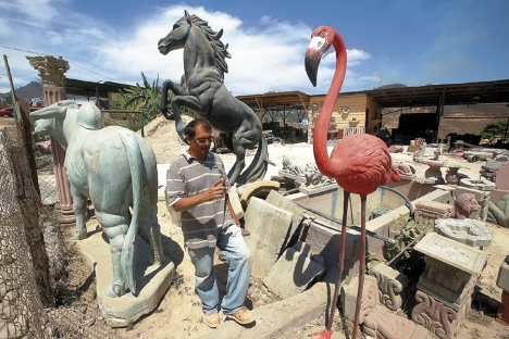 Con apenas dos empleados, José Cecilio Varela realiza su trabajo cotidiano.