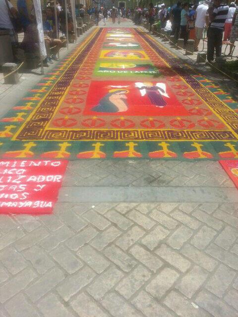 Arte y color : alfombras de aserrin en Comayagua (3/4)