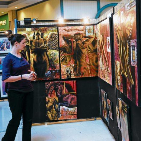Alrededor de cien pinturas conformaron la muestra