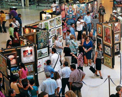 El Festival de la Pintura Hondureña congregó a muchas personas en la plaza central de mall Multiplaza