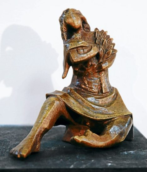 """""""Florista"""", escultura en bronce con platina del escultor Jesús Zelaya."""