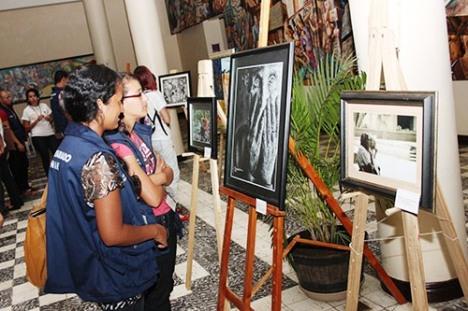 En la exhibición se mostró 20 obras ganadoras de 13 ediciones