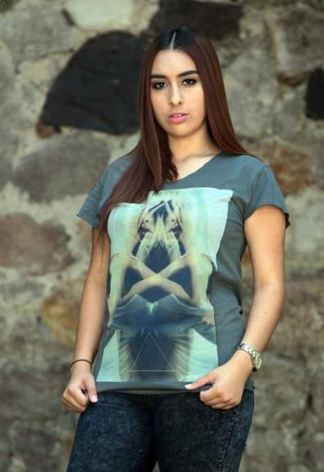Actualmente, por medio de las redes sociales, Legan Rooster ha tenido popularidad por los creativos diseños de sus camisas.