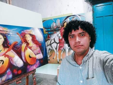 Las hermosas y delicadas mujeres en la obra de Sergio Martínez están presentes en la muestra que reúne a pintores de 21 países.