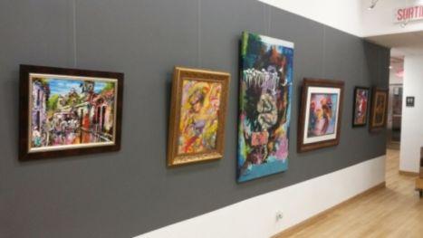 La exposición de artistas hondureños que presenta el festival Julio Torri en la Galería del TIM, durará un mes.
